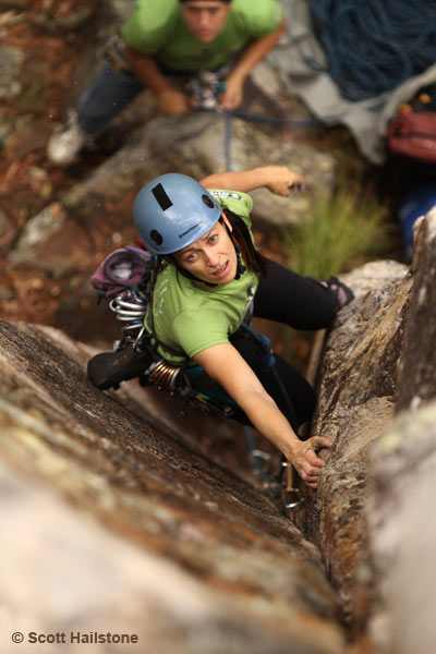 Peta Barrett - climbing Hollywood Rattlesnake, Frog Buttress, Mt French